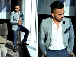 Paul Ramos - H&M Shirt, H&M Pants, H&M Check Blazer, Bachelor Shoes Slippers, Reiss Pocket Square - THE WAY I DRESS