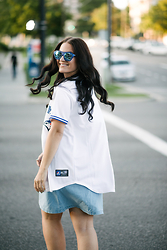 Kimberley Pavao - Majestic Jersey, Le Specs Sunglasses, Nike Sneakers - Homerun