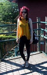 Veera Johanna - Glitter Flower Crown, Monki Backpack, Bikbok Top, Vero Moda Jeans, Converse Sneakers - In amusement park