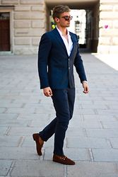 Darko Lukac - Tommy Hilfiger Suit, Gucci Loafers - When in Rome