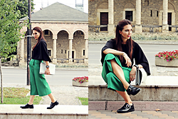 Daniela Macsim - Custom Made Culottes, Frontrowshop Kimono Top, Deichmann Oxford Shoes - Androgynous Look | Green Culottes