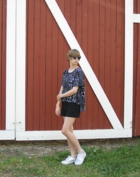 Elina Laakso - Tiger Sunnies, Topshop Shoes - City grrrl VS Countryside