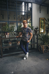 Seff Francisco - Tyler Floral Shirt, Uniqlo Jogger, Zara Sneakers - Taste of Tyler