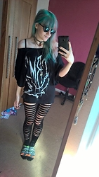 Koala Pyrolust - Crmc Clothing Dress, Boohoo Split Fron Leggings, Primark Round Retro Sunglasses - Mother of pyrolust