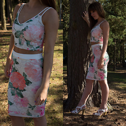 Elle Petite - Quiz Crop Top, Quiz Skirt, New Look Heels - FLORALS