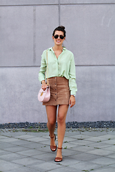 Margot Guilbert - Ray Ban Shades, Chloé Drew Bag, Topshop Suede Skirt, Silk Blouse - Dusky Pastels & Seventies Vibes