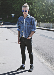 Edgar - Second Hand Vintage Denim Jacket, H&M Skinny Denim Jeans, Ccc Sneakers, H&M Plain V Neck T Shirt, H&M Round Framed Sunglasses, Aeon Leather Watch - DENIM DAYS