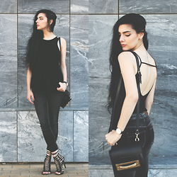 CLAUDIA Holynights - Style Moi Top, Rum Jumgle Jeans, Young Hungry Free Bag, Loud Look Lace Up Shoes - All black