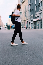 Richy Koll - Vans Sneakers, H&M Suit Pants, H&M T Shirt, Rains Backpack, Ray Ban Glasses - Is Berlin bitches