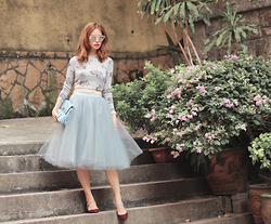 Mayo Wo - 6ixty8ight Rose Crop Top, Alexandra Grecco Tulle Skirt, Tuscan's Genie Clutch - Prickly