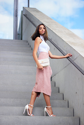 JANIKA BUBELA - Asos Top, C&A Handbag, Asos Leather Skirt, Asos Sandals - THE PINK LEATHER SKIRT
