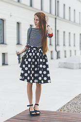 Dominika Cupkova - Frontrowshop Tshirt, Romwe Dotted Skirt - White Stripes