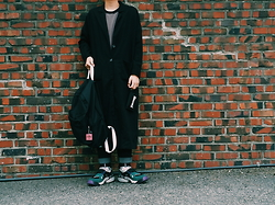 Mushroooooom H - Asos Black Coat, Thrasher Wallet, Opening Ceremony Openingceremony Key Chain, Uniqlo Shirts, Nike Air Canivore - 2015.09.16 black