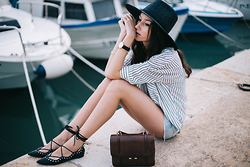 Bea G - Shirt, Short, Hat, Shoes, Bag, Watch - By the Sea