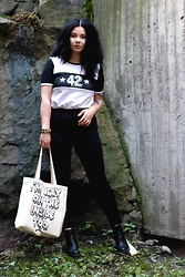 Doll De Vil - Second Hand Jersey T Shirt, New Yorker Bracelet, H&M Pants, Bandidas Bag, Seppälä Boots - # Be careful what you wish for / xoxonukke.blogspot.com