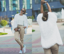 Olga Choi - Looploop Fluffy Cardigan, Adidas Stan Smith, Ray Ban Sunglasses - Autumn whites