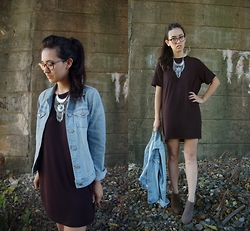 Sheila - Happiness Boutique Statement Necklace, Brandy Melville Black T Shirt Dress - Autumnal