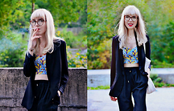 Adela C. - H&M Black Blazer, Zara Cropped Top, Zara Black Silk Pants, Amsterdam Bookshop Tote Bag, Zara Glasses - Road Trippin'