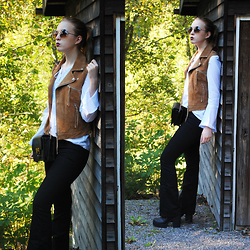 Noora Vesalainen - Carlings Suede Vest, 2nd Hand Shirt, H&M Flared Jeans, H&M Boots, Lumi Bag, 80's Purple Sunglasses - The Darker 70s
