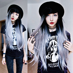 Kimi Peri - H&M Top Hat, Thrifted Purple Velvet Cardigan, Black Hope Curse Visionary Tee, The Rogue And Wolf Matte Black Rings, Choker, Tally Weijl Dark Grey Jeans, Selfmade Sun Pendant Choker, Uniwigs Black & Grey Ombrè Wig - Visionary