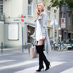 Dana Lohmüller - Buffalo Over Knee Boots, Forever 21 Trench Coat, Paul's Boutique London Ltd. Shopper, Vintage Oversized Sweater - Overknees & Trench Coat