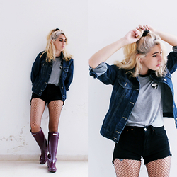 Celeste Mür - Vintage Denim Jacket, Brandy Melville Usa Alien Tshirt, Levi's® Shorts, Hunter Boots - Rainy Wednesday