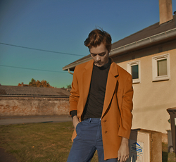 CLEMENT LOUIS . - Vintage Cashemere Blazer, American Apparel Black Turtle Neck, Cheap Monday Blue Petrol Chino - Dressed like your father.