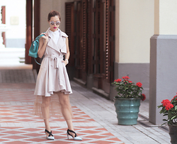 Mayo Wo - The Layers Collar, Chicwish Sleeveless Trench, Cartier Turquoise Bag - Grey matter