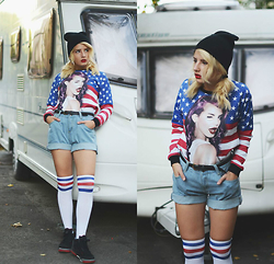 Vladyslava Kozachyshche - Shorts, Sweetshirt, Hat, Knee Socks, Nike Sneakers - American Apparel