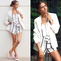 Cansın Ekşi - Style Moi Stripy V Neckline Romper, Zara White Blazer, Vişne Tadında Hologram Sandals, Daniel Wellington Classic Sheffield Watch - Full of White