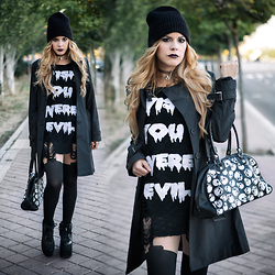 Vita Dinamita - Killstar Sweater, Yru Platform Sneakers, Tights - Wish You Were Evil