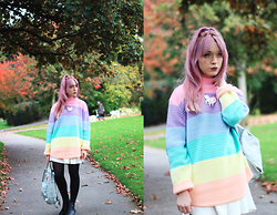 Peaches - Unif Pastel Frost Jumper, Glitterbomb Unicorn Necklace, Fjallraven Fjall Raven Kanken Backpack - UNIF Frost Jumper