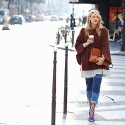 Leonie Hanne - Zara Poncho, Asos Denim, Larsson & Jennings Watch, Baum Und Pferdgarten Shirt, Zara Heels, Chloé Bag - Coffee in Le Marais | Paris