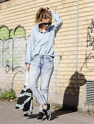 Ingrid Wenell - Vintage Shirt, Cheap Monday Jeans, Carin Wester Tote Bag, Adidas Sneakers, Ray Ban Sunglasses - Denim + Denim