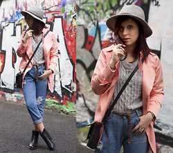 Eleonora Pellini - Choies Coral Coat, Primark Grey Hat, Pull & Bear Grey Sweater - Graffiti