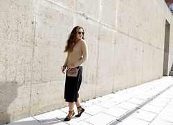 Ana Blacksmith - Zara Jersey, Primark Bag, Zara Culottes, Parfois Lace Up, Pull & Bear Sunnies - LOOK OF THE DAY