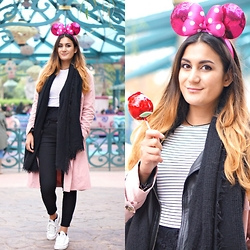 Tara Verbon -  - Minnie Mouse in Disneyland