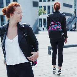 Deliah Alexandra - Picard Backpack, Sacha Sneakers, Zara Leather Jacket - The camouflage backpack