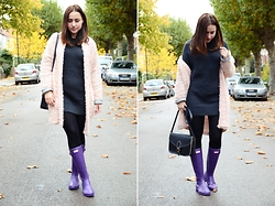 Julia Litvin - Hunter Rainboots, Gap Sweater, Reserved Coat - Rainboots weather