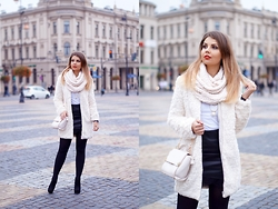 A piece of Anna . -  - Beige faux fur coat