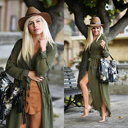 Eleonora Petrella - Jack French London Black Bucket Bag, Choies Olive Green Trench, Choies Suede Skirt - Those autumn colors