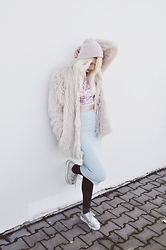 Monika Sekowska - H&M Light Pink Faux Fur, Medicine Pink Beanie, Topshop Glittery Blue/Green Pencil Skirt, Medicine Black Velvet Leggings, Deezee Holographic Creepers, Atmosphere Pink Velvet Crop Top - Pastel pink look