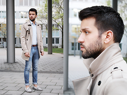 Marc Galobardes - Pull And Bear Blue Jeans, Zara Trench Coat, Hugo Boss Blue Shirt - HUGO BOSS