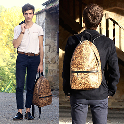 Matthias C. - Matt & Nat Cork Backpack, M. Moustache Derby Shoes, Asos Skinny Chino Pants, Uniqlo Wool Blazer - Cork