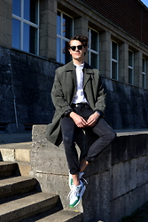 Bart Merks - Levi's® Dark Gray 510 Skinny, Nike Air Max 1 Br, Vintage Dark Green Coat, Weekday White Shirt - Düsseldorf.