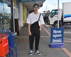 Miguel Valero - Malenkii Oversized Sweat, Rollas Trade Overalls, Vans Sk8 Hi - Straight Up