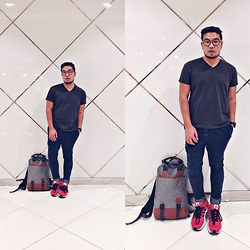 John Roy Agcaoili - Uniqlo V Neck Gray Shirt, Thrift Shop Blue Jeans, Adidas Pink Running Shoes, Lazada Back Pack - Outfit Of The Day 006