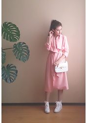 Julia Wigandt - Dresslink Pastel Pink Coat, Dresslink White Shoulder Bag, Dealsale White Lace Sneakers - Candy