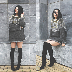 CLAUDIA Holynights - Chic Wish Oversized Jumper, Ego Over The Knee Boots - Oversized jumper and over the knee boots