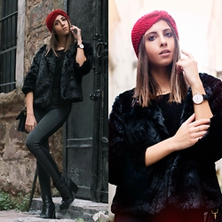 Cansın Ekşi - Yoins Red Turban Headband, Daniel Wellington Watch, Zara Grey Leggings, Mango Leather Boots - Red Turban